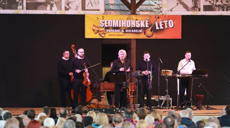 Sedmihorské léto 2020 odstartovalo poetickým koncertem Hradišťanu a Jiřího Pavlici