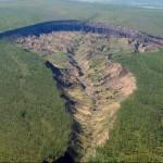 ZAJÍMAVOSTI ZE SVĚTA: Brána do podzemí – obří propadající se kráter na Sibiři