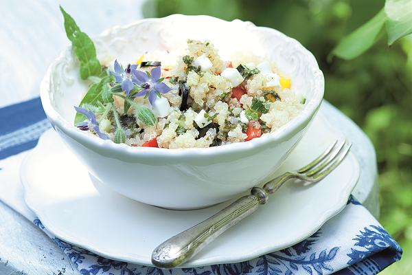 Inspirace do vaší sezónní kuchyně + recept: Salát z quinoy s černými olivami